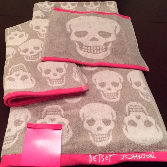 off Betsey Johnson Other NWT Betsey Johnson 3 Towel