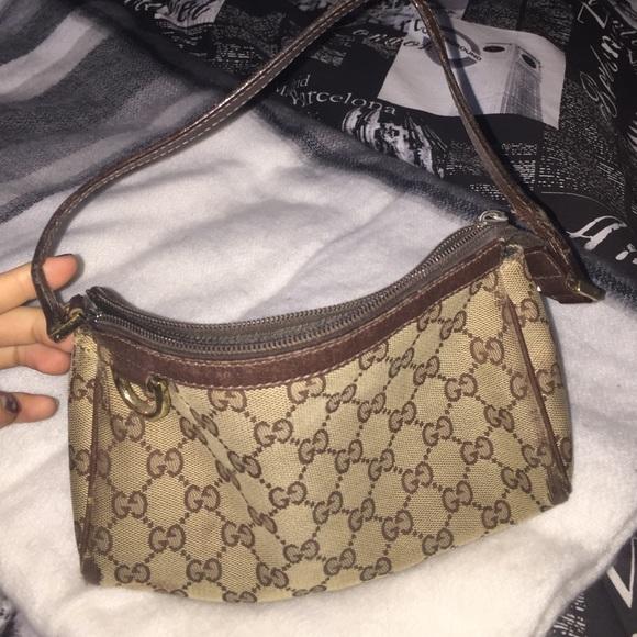 452e3434ebf Gucci Handbags - Gucci D ring pochette bag
