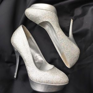 Shoes - ⭐️Glitter Closed Toe Heels