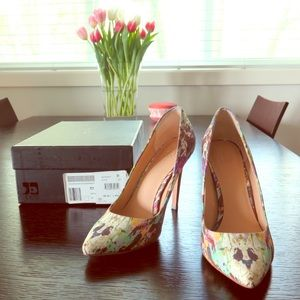 Joe's Jeans Erika Pointy Toe Pump in Multi