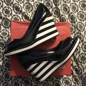 Striped Open Toe Wedges Shoes Size 6.5