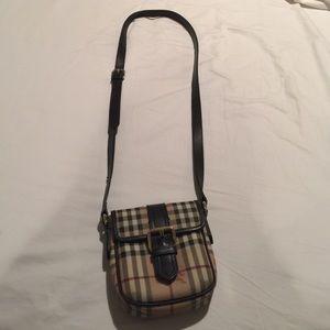 Burberry Handbags - 🎀 Burberry Nova Check Cross Body Bag 🎀
