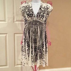 Dresses & Skirts - LACE BACK DRESS👗