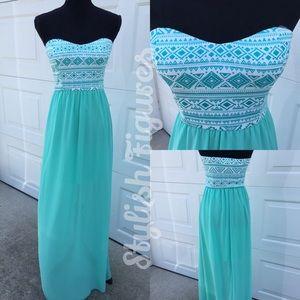 Mint maxi dress strapless.