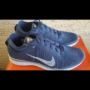 Nike Shoes - Limited edition glitter Nike Free TR5 Flyknit shoe d4260f447