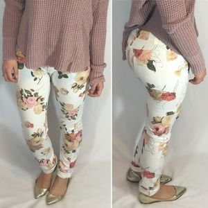 Insight Floral on White Skinny Jeans Size 25