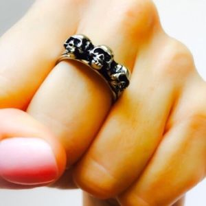 Handcrafted Pewter Three Skull Ring 7