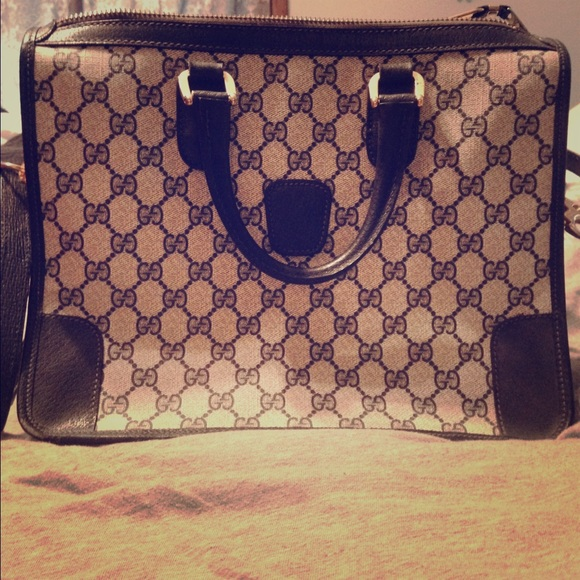 9a4c5c28830 Gucci Handbags - Vintage Gucci tote with serial number