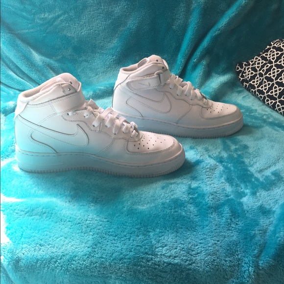 huge discount a9fc4 346b7 Nike Air Force 1 Mid Brand New (Size 7.5 womens)