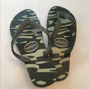 fde16c505 Havaianas Shoes - Havaianas CAMO Flip-flops - Size USA 4 5