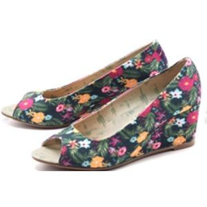 Movmt Shoes - *Final Price! New Movmt Monet Eco Peeptoe Wedges