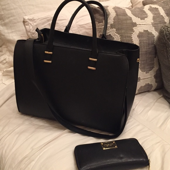 60% off H&M Handbags - Black structured satchel from Courtney's ...