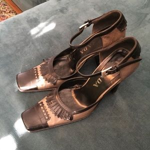 PRADA RARE Exquisite gray/black MaryJane's sz 38