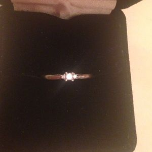 Jewelry - 10k white gold promise ring