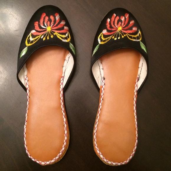 b5b6b86eb9f Asian Satin Slippers - BNWOT. M 570c8f016802781ddb087ee2