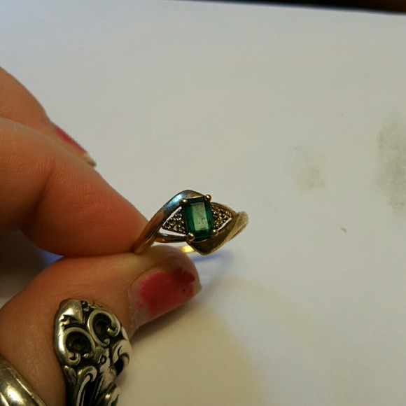off Jewelry 10k gold ring with green stone accent from