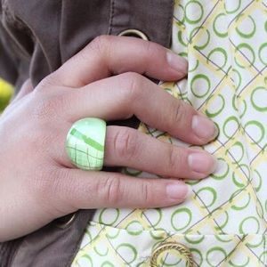 Jewelry - Lucite Clear Green Art Ring