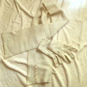 Vintage looking scarf and glove set
