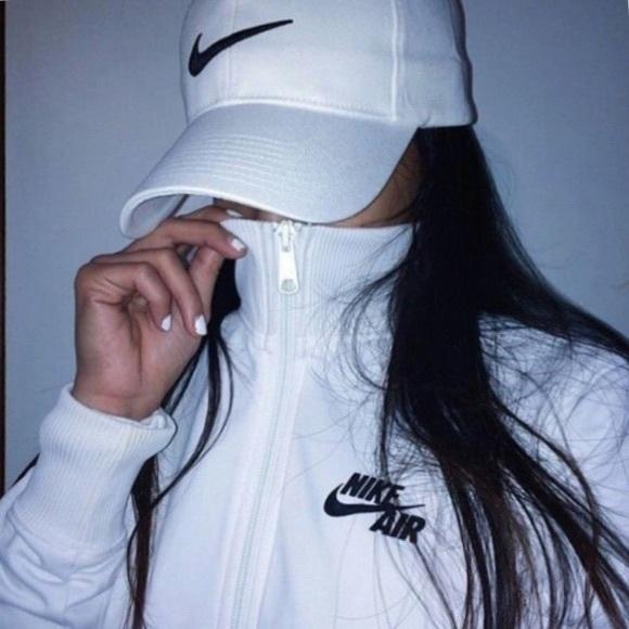 Adult white Nike hat 5ecc3cd2101