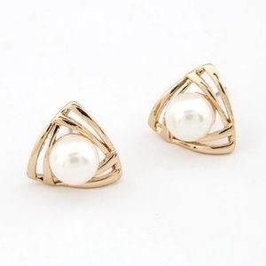 Jewelry - Geometric shape gold pearl stud earrings