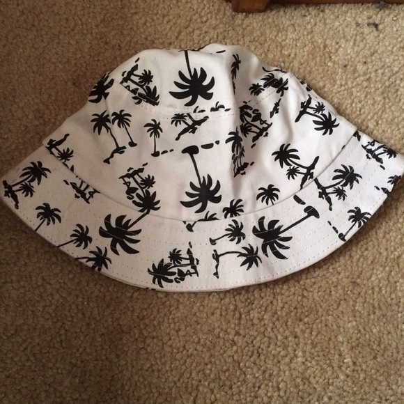 Accessories - Black and White Palm Tree Bucket Hat 56f643295344