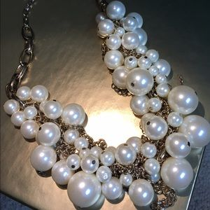 Jewelry - Gorgeous large white pearl and gold necklace