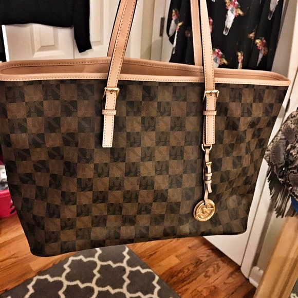 f03d165217e669 Michael Kors Jet Set Travel Tote - Checkerboard. M_570e5bfabcd4a7e0b601e159