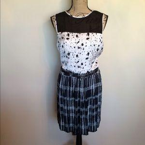 BCBG retro look black/cream belted dress