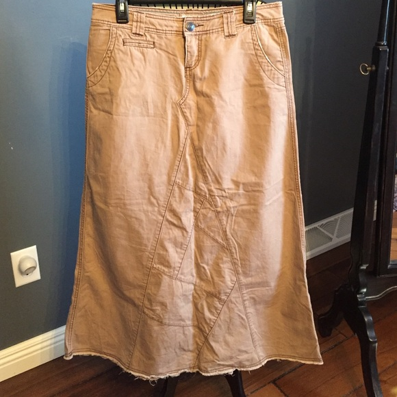 Maurices Long Khaki Tan Skirt 5 6 Excellent Cond