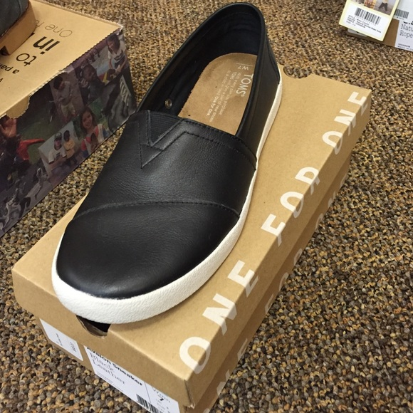 f4cd68c6fcd Toms Avalon sneaker black leather Bnwt box. M 570e85243c6f9f8e340066f1.  Other Shoes ...