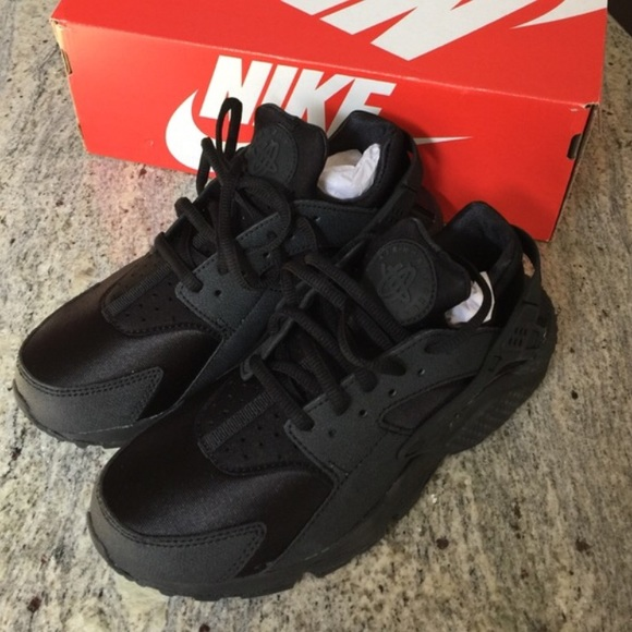 New in Box & 18% off Nike Shoes - Nike Air Huarache u203c New in Box from Lexu0027s ... Aboutintivar.Com