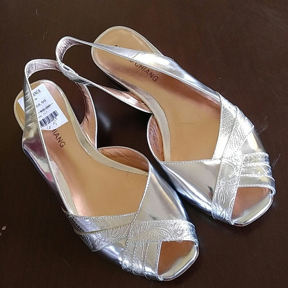 1611ffd58 NWOB Ice Silver sling peep toe flat sandal leather