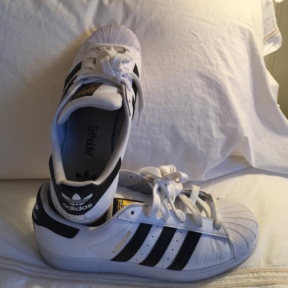 Le Scarpe Adidas Come Nuova Superstar Scarpe Le Con Donne 9 Poshmark b1ecf9