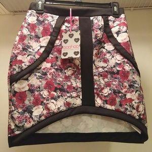 Foral Short High & Slow Skirt