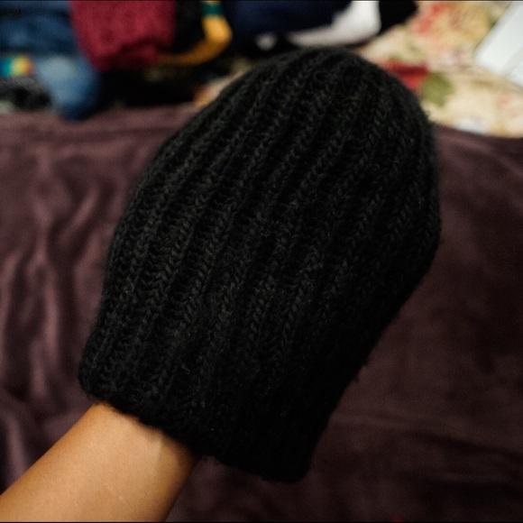 bede37406 H&M chunky knit black beanie hat.