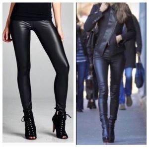 Pants - Chic faux leather leggings