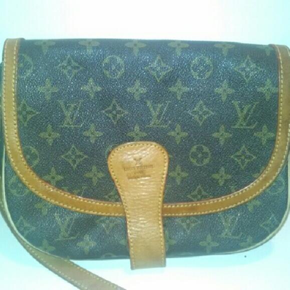 baf8960f62c1 Louis Vuitton Handbags - Authentic Louis Vuitton saddle bag