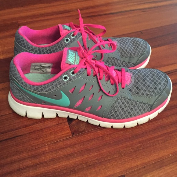 1a75b4c7840 NIKE Flex 2013 Run grey pink tennis shoes. sz 8.5.  M 570fa6e9981829168101926a