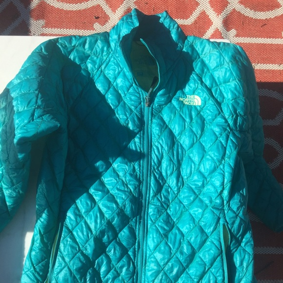 0a32b052f006 The North Face Turquoise Puffer Jacket size Small.  M 571009e4fbf6f94ba700bb62