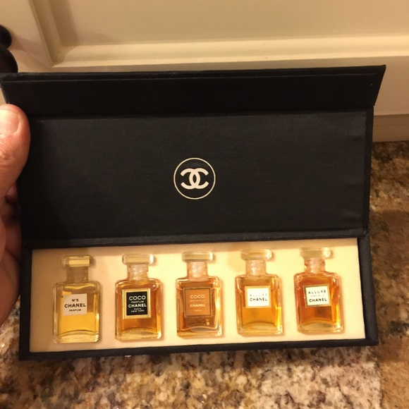 d00f56ee Chanel mini perfume set💓