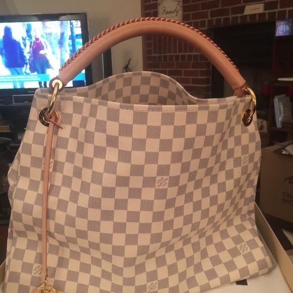 b77513d4767d Louis Vuitton Handbags - Louis Vuitton Artsy MM Damier Azur