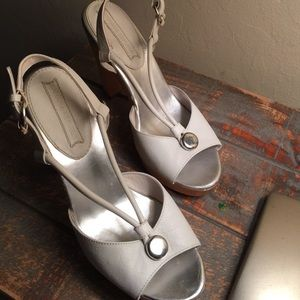 SALE🎉Banana Republic White Leather Heels.   6.5