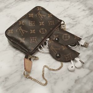 Louis Vuitton Accessories - Louis Vuitton headset taco.Pouchette not for sale.