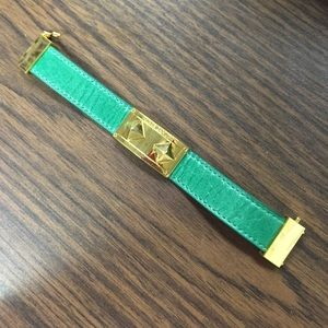 Vince Camuto Jewelry - Vince Camuto emerald green and gold stud bracelet