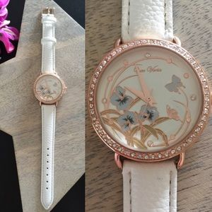 Beautiful Classic White Floral Watch
