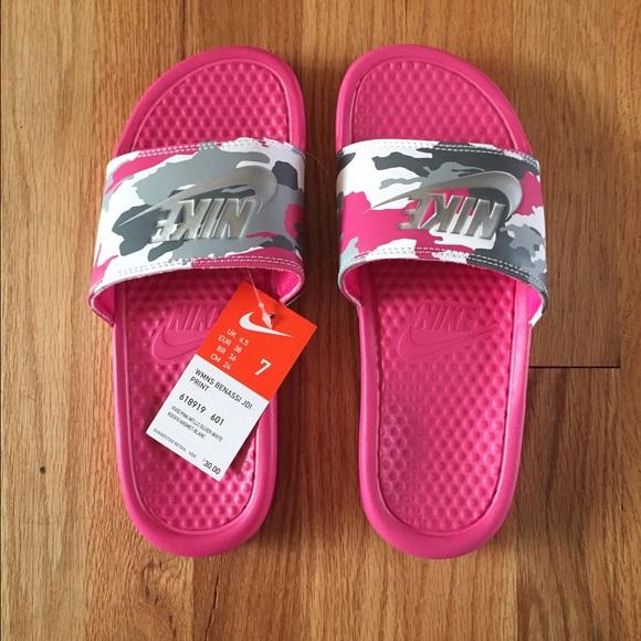 3ecc9e6de5a9 NWT Nike Pink Camo Benassi Slides