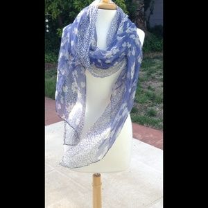 Beautiful lavender and white floral scarf/shawl