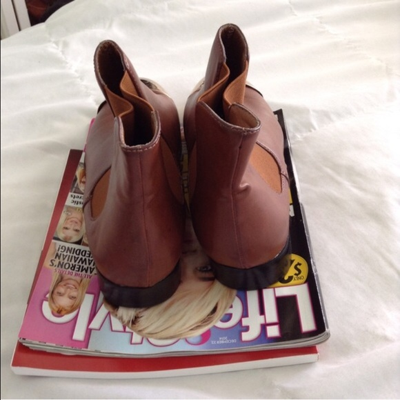 Urban Outfitters Shoes - brown gold toe cap Chelsea boots