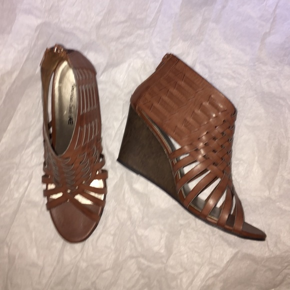 American Eagle By Payless Shoes Brown Roman Type Wedge