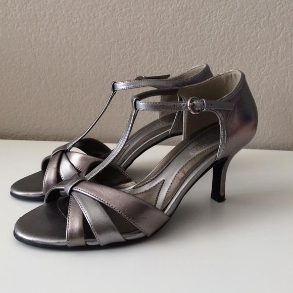 Final Price Naturalizer Pewter Heels